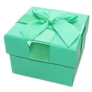 Luxe groene cadeaudoos met strik. Geschenkverpakking voor sieraden & accessoires.