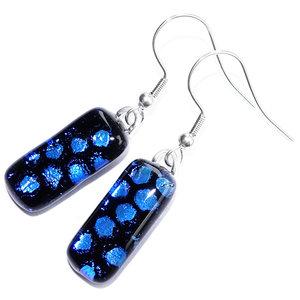 Lange glazen oorbellen van blauw met zwart dichroide glas!