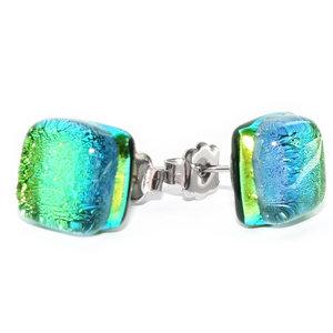 RVS oorstekers van luxe groen glas met prachtige gloed!