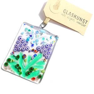 Glazen hanger gemaakt van helder glas met mooie blauwe druifjes, gemaakt van lila-blauwe millefiori cirkels.