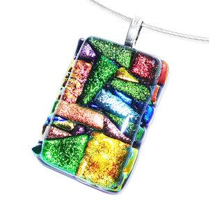 Unieke gekleurde glashanger gemaakt van kleurrijk glas in alle kleuren van de regenboog!