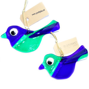 Exclusieve set van 2 blauw-groene glazen vogels. Glazen vogel hangers van speciaal glas gemaakt in eigen atelier d.m.v. glasfus