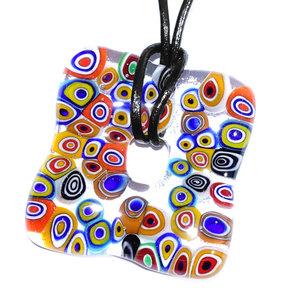 Kleurrijke hanger van glas voor aan een ketting. Gemaakt van gekleurd retro glas!