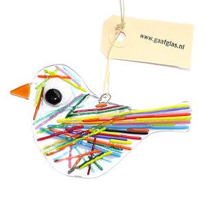 Heldere glazen vogel hanger met kleurrijke strepen op het glas.