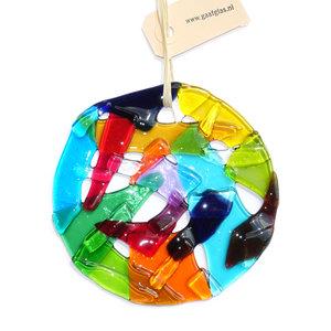Ronde kleurrijke raamhanger van glas. Glazen decoratie voor de muur, ramen of tuin.