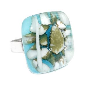 RVS edelstaal ring met handgemaakt glazen kunstwerkje van blauw glas met ivoorwitte en groen-bruine accenten.