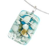 Lichtblauwe glazen hanger met witte en grijs/bruine accenten. Glashanger voor een ketting.