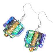 Lange glazen oorbellen van groen, goudkleurig, blauw en zilver glas met een prachtige gloed!
