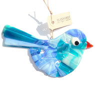 Grote glazen vogel hanger gemaakt van diverse soorten blauw glas. Exclusieve glaskunst decoratie voor huis en tuin!