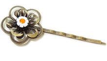 """Haarschuifje met handgemaakte zwart-geel-witte glazen """"bloem"""" cabochon!"""