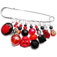 Rood met zwarte glaskralen speld/broche met buddha kraal.