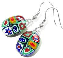 Handgemaakte oorbellen van groen gemixed millefiori glas!
