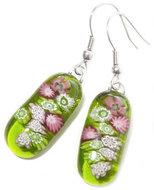Handgemaakte lange heldere groen met roze oorbellen van speciaal glas!