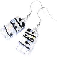 Heldere glazen oorbellen van helder glas met subtiele blauwe gloed en zwarte accenten.