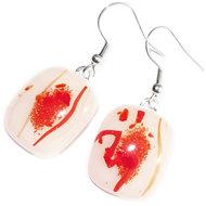 Handgemaakte rode glazen oorbellen. Oorbellen van wit met rood glas, gemaakt in eigen atelier.
