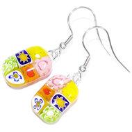 Handgemaakte glazen oorbellen van roze, groen, geel en oranje glas!