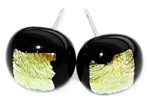 Handgemaakte zwarte glazen oorstekers met geel-goud dichroide glas!