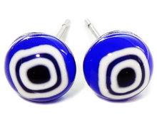 Handgemaakte blauw met witte glazen oorknopjes! RVS oorstekers