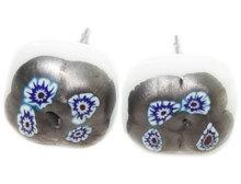 Unieke glazen oorstekers van wit glas met metallic millefiori!