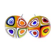 Unieke retro oorknopjes van glas. RVS oorstekers met glazen millefiori cirkels in mooie kleuren.
