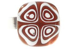 Handgemaakte glazen ring van bruin en wit millefiori glas!