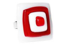 Handgemaakte vingerring van rood en wit glas