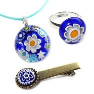 Handgemaakte blauwe sieraden set voor kinderen; ketting met hanger, kinderring en bijpassend haarknipje.