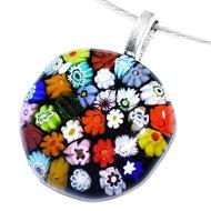 Unieke zwarte ketting hanger van glas met kleurrijke millefiori bloemen.