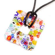 Kleurrijke glashanger van prachtig gekleurd millefiori glas. Vierkante glazen hanger met multicolor bloemen!