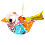 Kleurrijke glazen vogel gemaakt van speciaal gekleurd glas in geel, oranje, roze en blauw tinten.