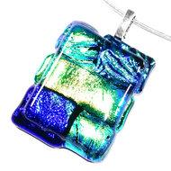 Glashanger van luxe groen en blauw gekleurd dichroide glas.