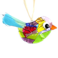 Vrolijke gekleurde vogel hanger handgemaakt van speciaal glas in alle kleuren van de regenboog!