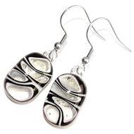 Zwart-witte lange oorbellen gemaakt van glas!