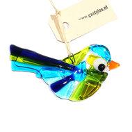 Kleine vogel hanger van helder groen, blauw en geel glas. Glaskunst uit eigen atelier!